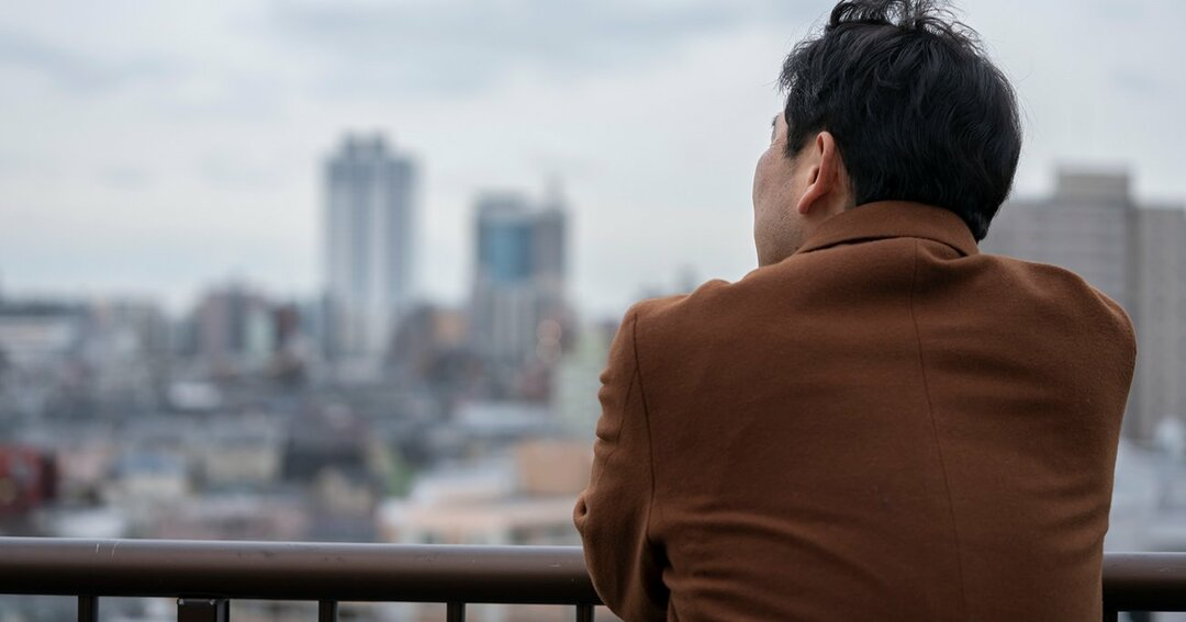 会社の人間関係に悩む55歳男性、退職金が半額になっても早期退職はアリか