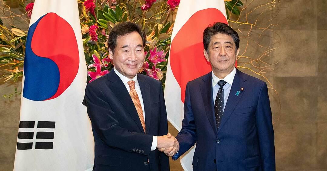 李首相と握手する安倍首相