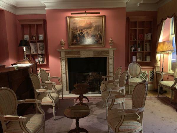 「オーベルジュ・ド・リル トーキョー」の待合室