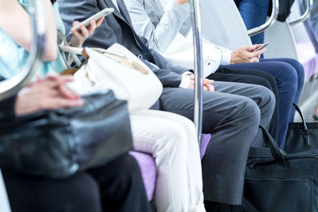 電車内で歯磨き、牛丼、鼻ほじ…「モンスター乗客」事例集   News&amp ...