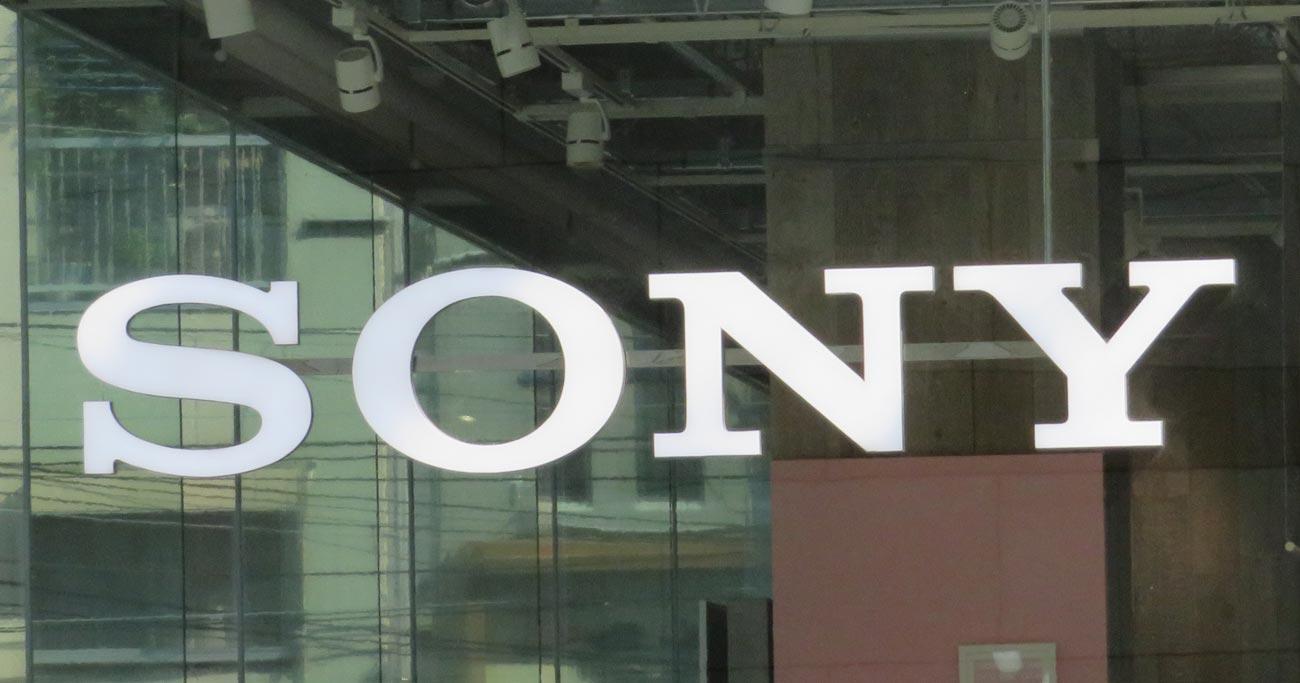 新参ソニーがカメラ最高級市場で初のシェア1位、悩むキヤノンとニコン