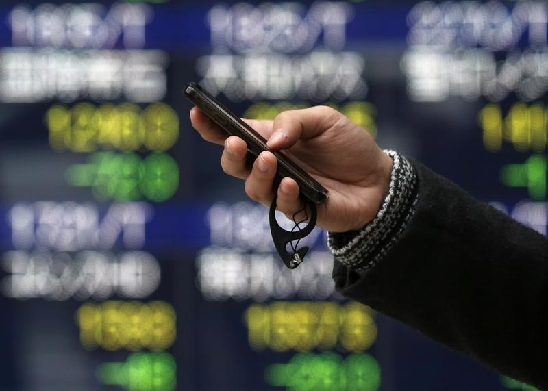 日経平均4日ぶり反発、内需株堅調 日銀のETF買い観測も支え