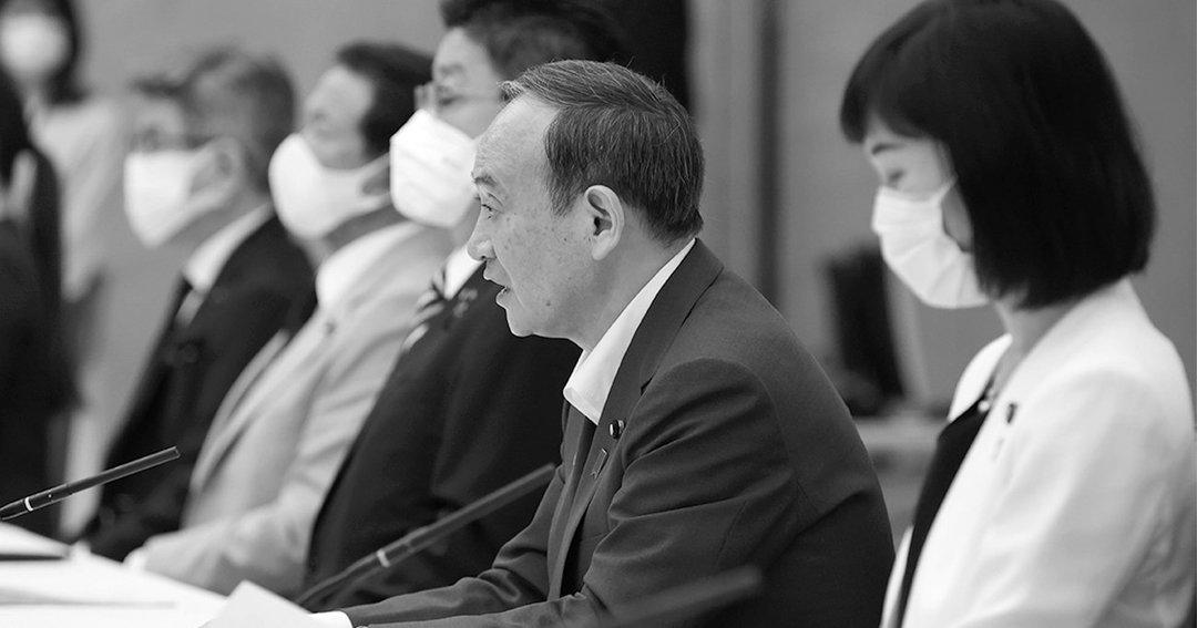7月16日、東京オリンピック競技大会・東京パラリンピック競技大会推進本部で発言する首相の菅義偉(右から2人目)。翌17日、菅は日程も未定の中、自民党総裁選への出馬を誰よりも早く表明した