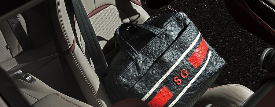 とびきりの車とゴルフバッグ、ボストンバッグを持って、いざ、ゴルフ場へ!【フェラーリ×ボッテガ・ヴェネタ】