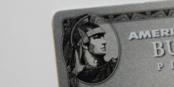 「アメリカン・エキスプレス・カード」に描かれているセンチュリオンのロゴ