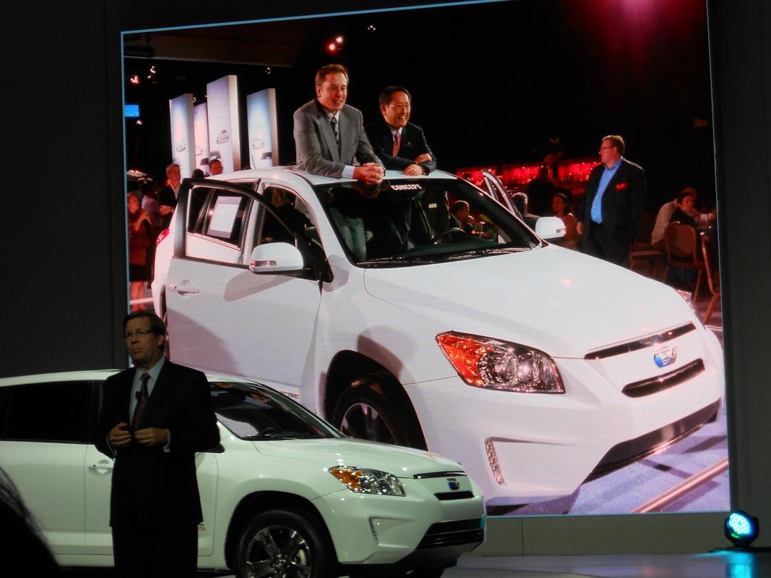 電気自動車で先を行く日産を追う<br />トヨタとホンダの歯切れが悪い「裏事情」