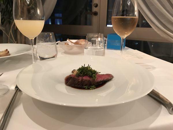 「アロマフレスカ」の「常陸牛 フィレ肉のアッロースト 新玉葱添え 赤ワインと花山椒風味」