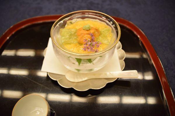 「魚三楼」の料理「雲丹とキュウリのジュレ」