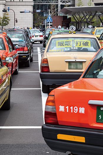 タクシーが「乗り放題」導入へ、事業者の苦境を救えるか