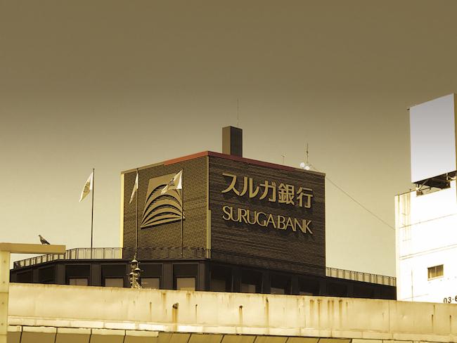 不動産投資の熱狂の背景には、スルガ銀行をはじめとした全国の金融機関の存在がありました。