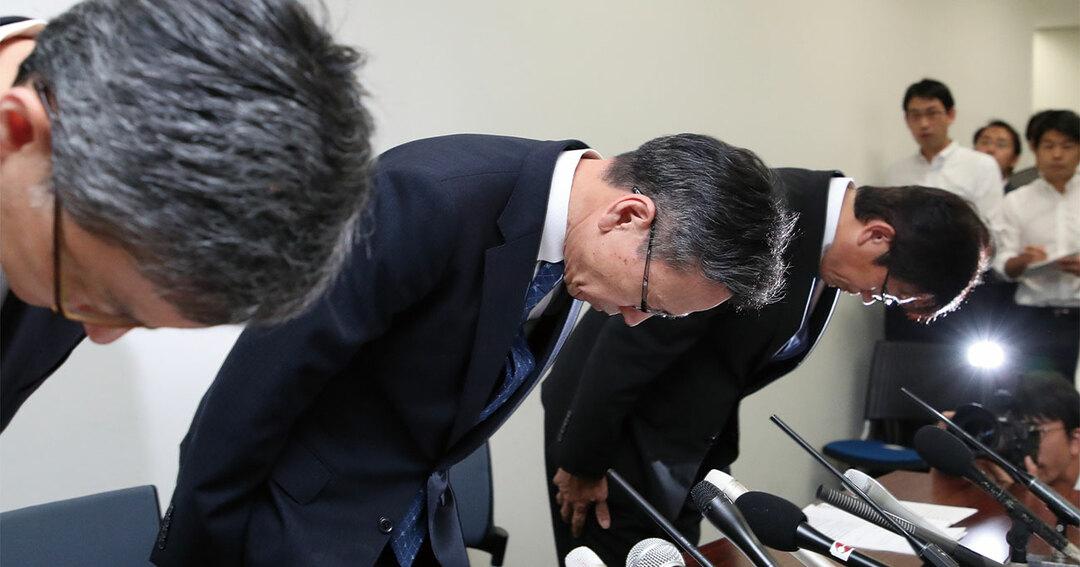 記者会見で謝罪する関西電力の岩根茂樹社長