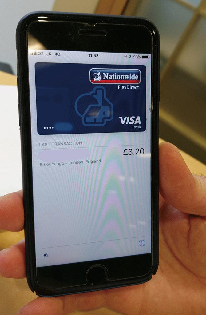 スマートフォンの英国デビットカード