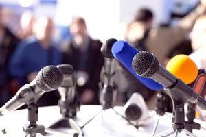 メディアは国益に反する報道を控えるべきか?