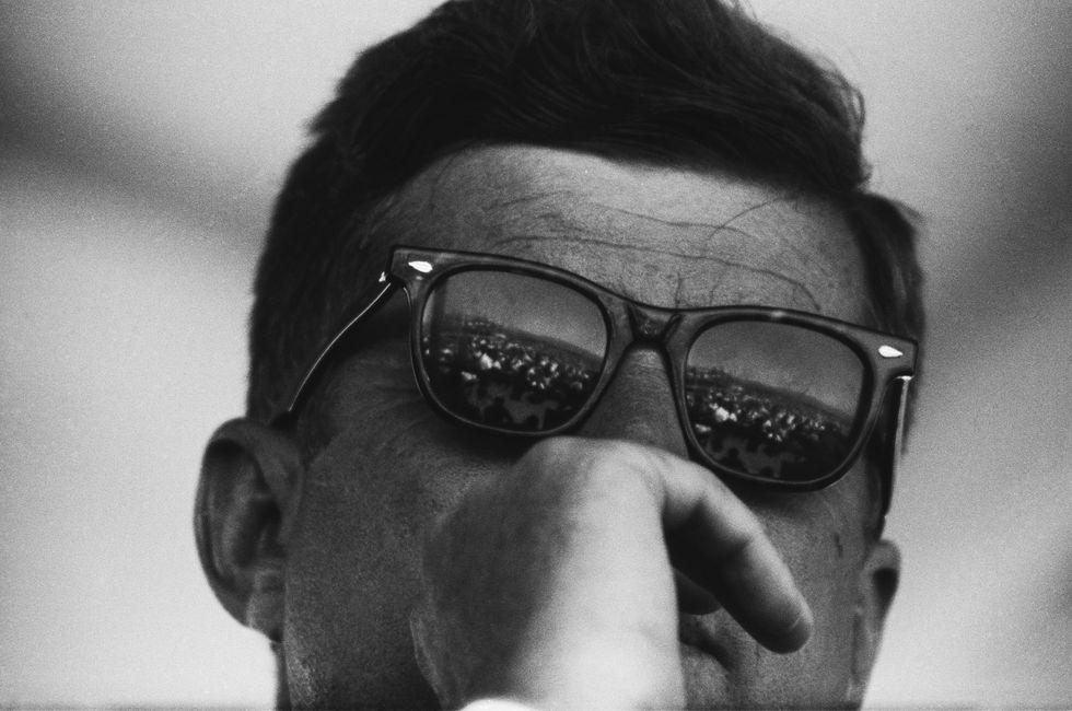 ウェリントンのサングラスをかけたケネディ大統領