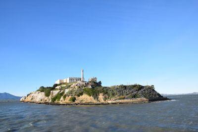 サンフランシスコ湾に浮かぶアルカトラズ島