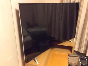 「ジェネリック家電」の48インチの曲面テレビ