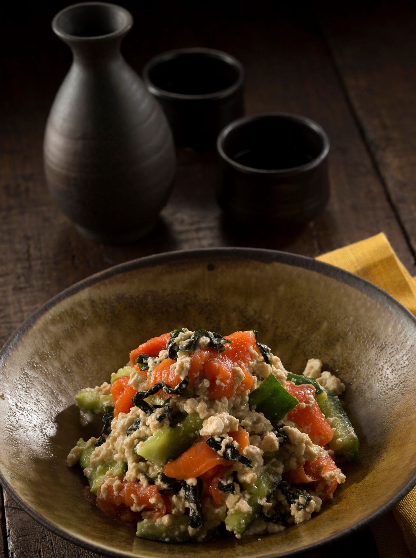"""【忙しい人に贈る""""晩ご飯レシピ""""】スモークサーモンの豆腐白和えサラダ"""