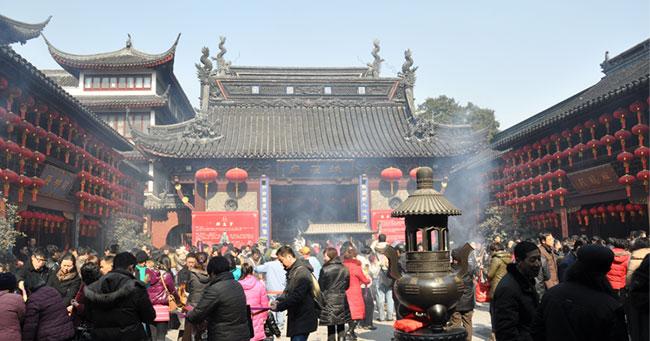 中国で休日改革、金曜午後から休みの「2.5連休」は普及するか