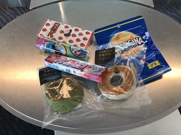 ミール・クーポンで購入したスコーンとお菓子