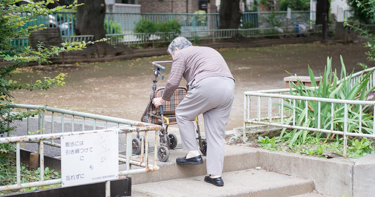 中流のはずが…下流老人転落はなぜ起こる