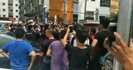 ブラック企業に苦しむ中国物流ドライバー、集団抗議が全土で炸裂