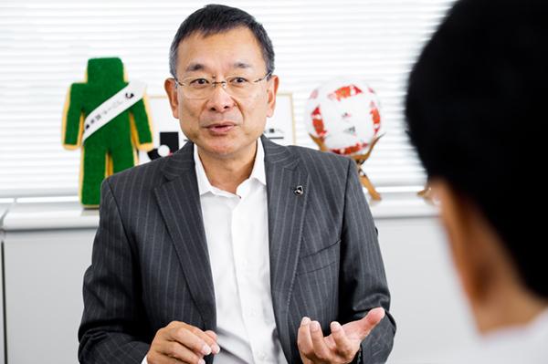 サッカーはミスが支配する。理不尽なビジネス社会と重なる