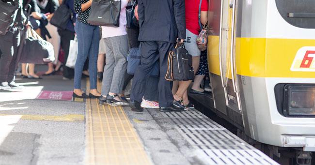 娘は毎朝、電車内で痴漢の被害に遭っていたという…
