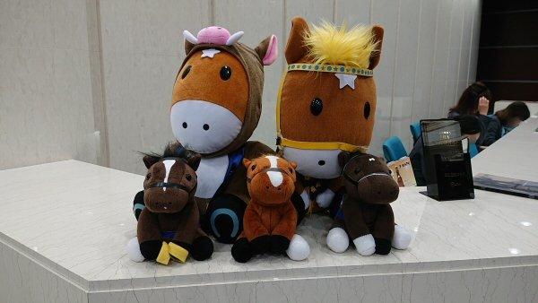 日本中央競馬会 (JRA) のイメージキャラクターのターフィーのぬいぐるみ