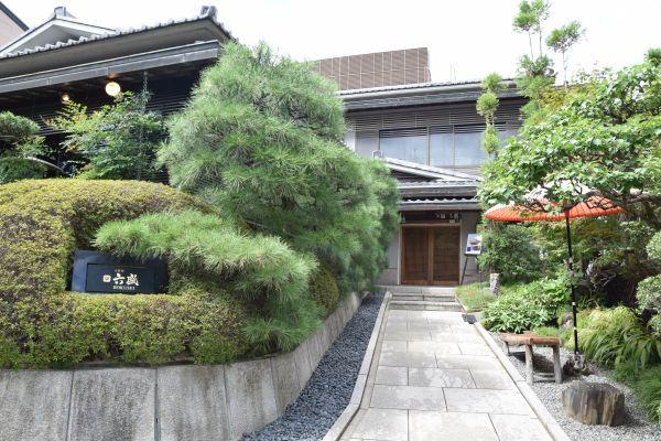京都にある老舗料亭「六盛(ろくせい)」の外観