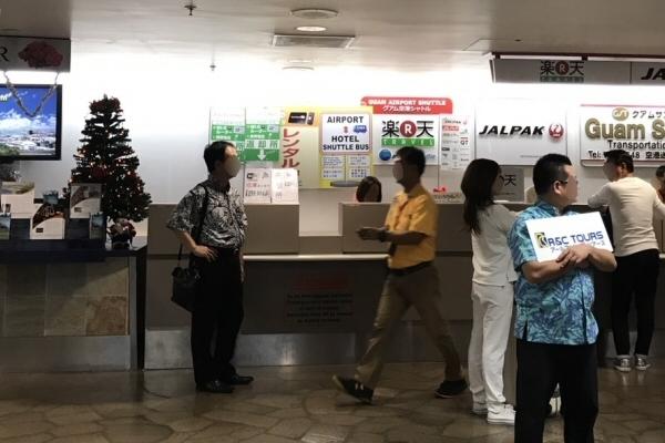 グアム国際空港の「楽天トラベル」カウンター
