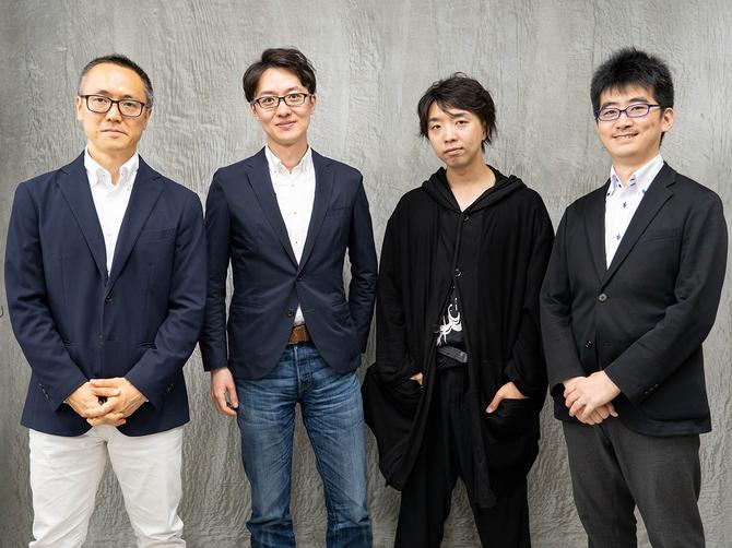 左からピクシーダストテクノロジーズ取締役CFOの関根喜之氏、代表取締役COOの村上泰一郎、代表取締役CEOの落合陽一氏、取締役CROの星貴之氏