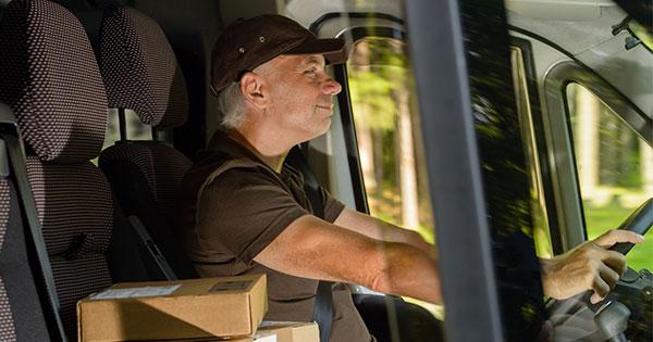 フォードが開発、トラックドライバーに「居眠りさせない」帽子とは?