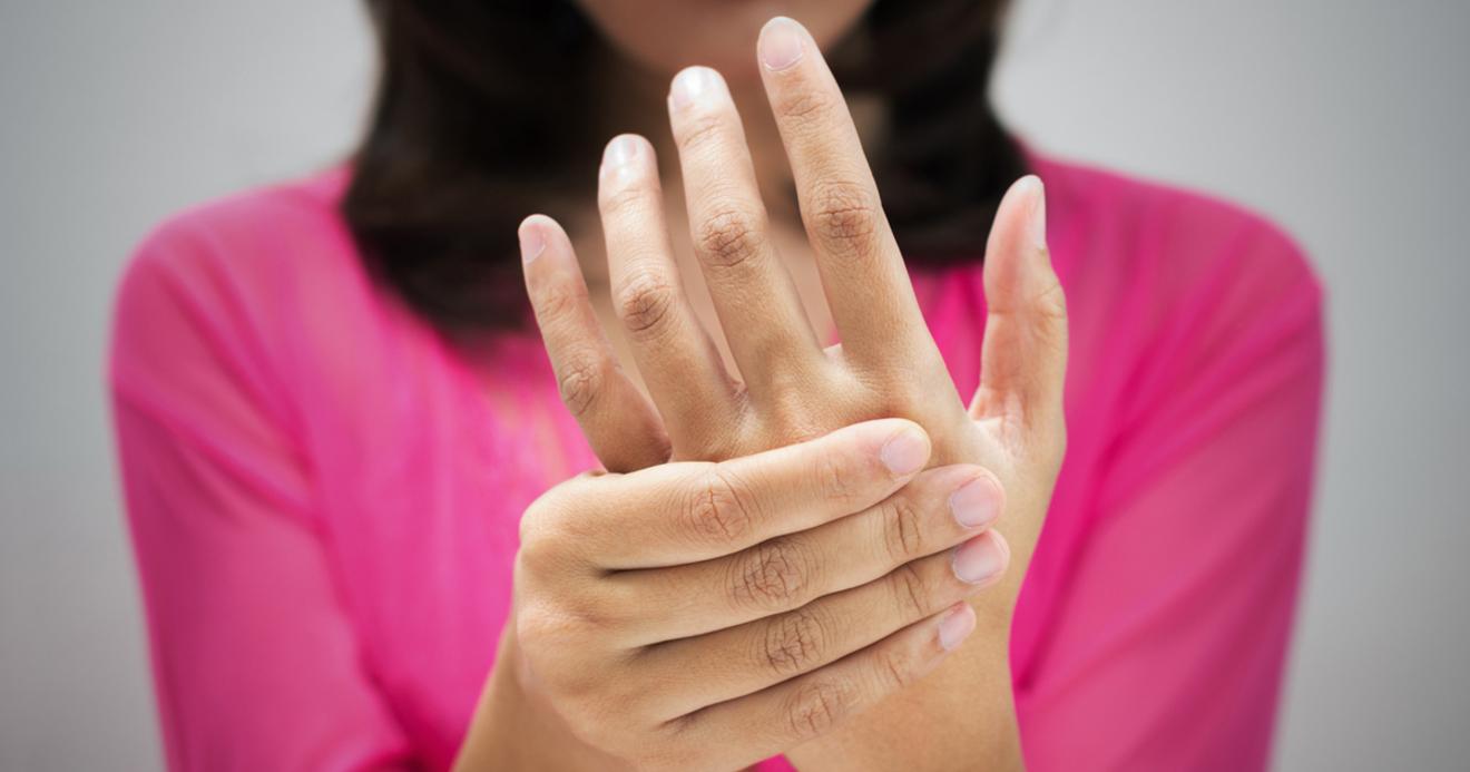 痛い 指 の 関節 が