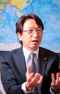 なぜ、日本のサービス業はもうからないのか