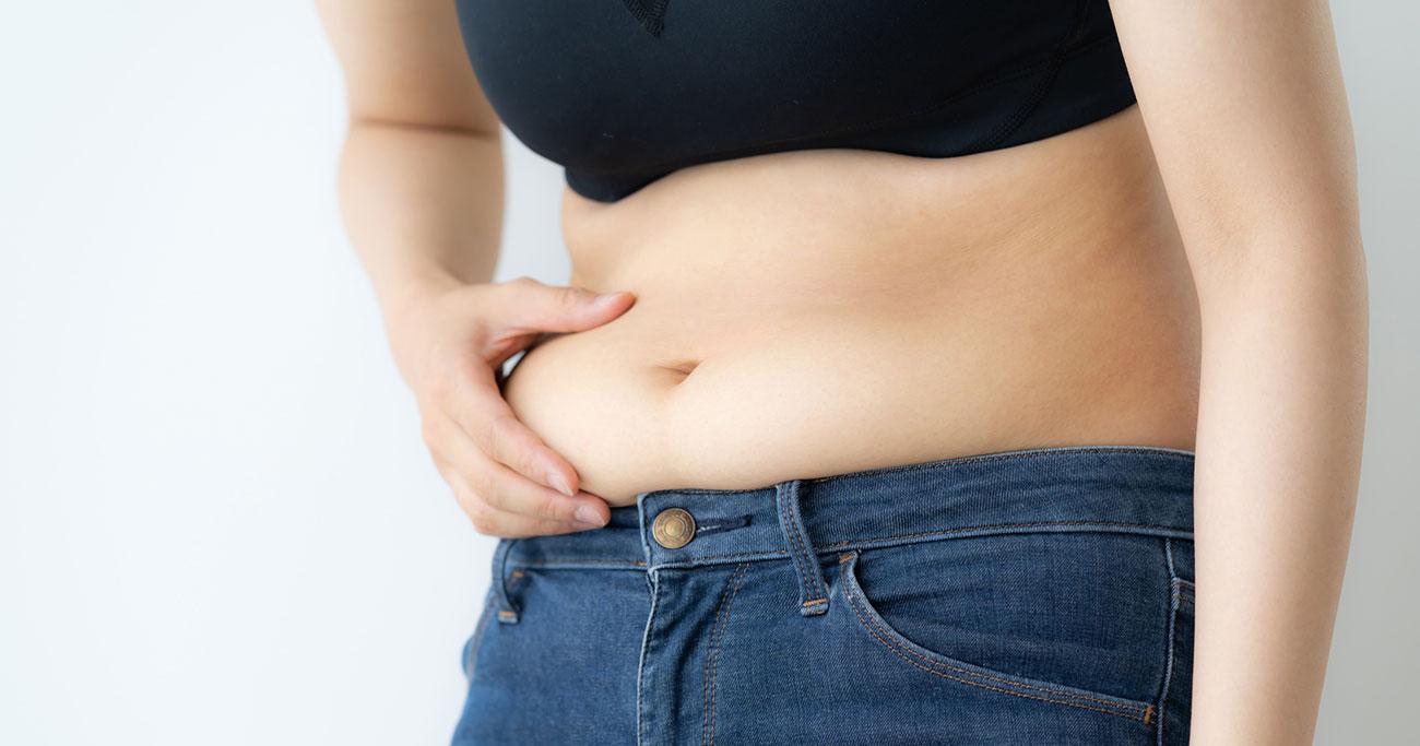 お腹が出る原因は、運動不足ではない