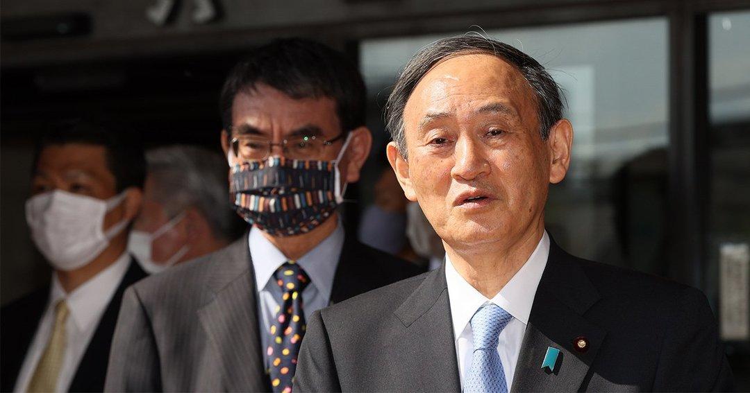 菅義偉首相と河野太郎行政改革担当大臣