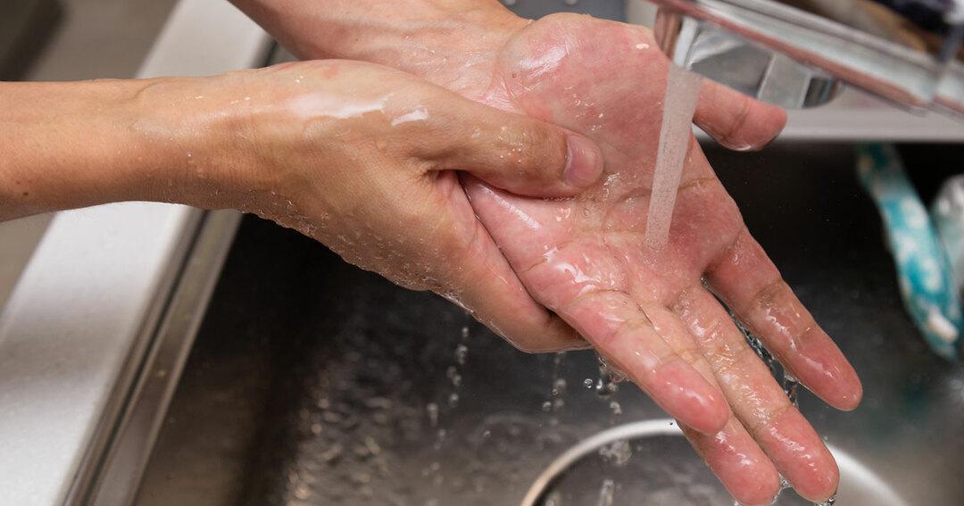不安になり、1日に何十回、何時間も手を洗う人がいる…