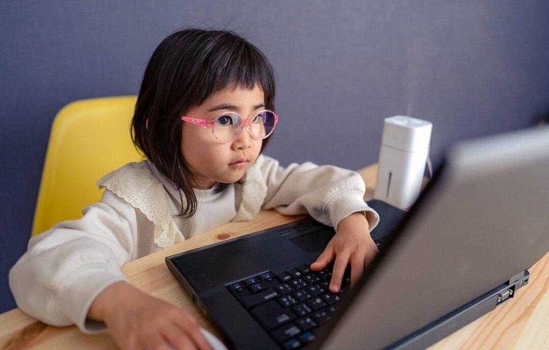 子どもの眼鏡では不要?ブルーライトカット機能