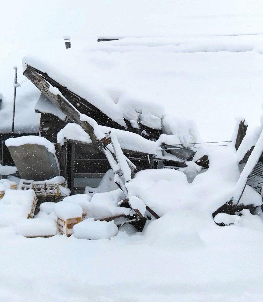 豪雪で蔵が倒壊し瓶詰め機とボイラーが損傷