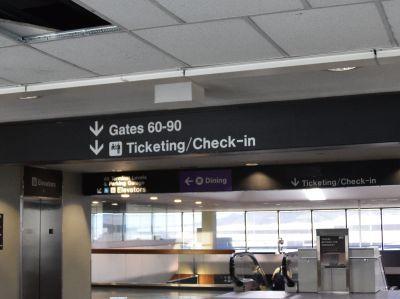 サンフランシスコ国際空港の「Gates 60-90」の案内