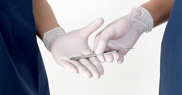 包茎手術の開始直前に見せられた「二種類の写真」増加する男性の美容整形手術トラブルにご用心