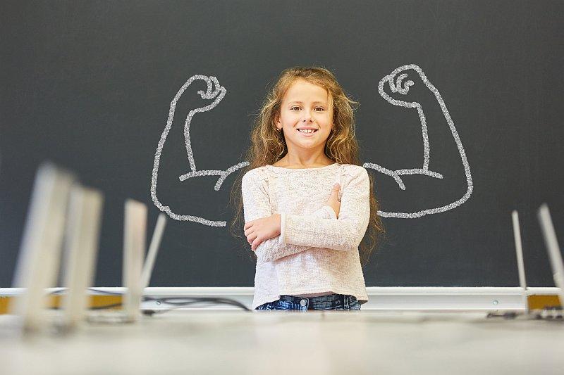 「ぼくもできる!」「わたしが一番!」自信過剰な子に対して、親が絶対にやってはいけない対応とは?