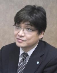 鈴木康宏氏