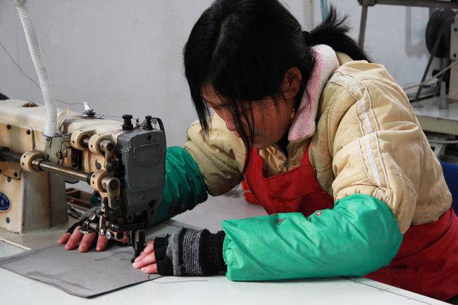 中国の縫製工場の様子
