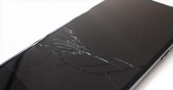 スマートフォンの画面が割れた状態