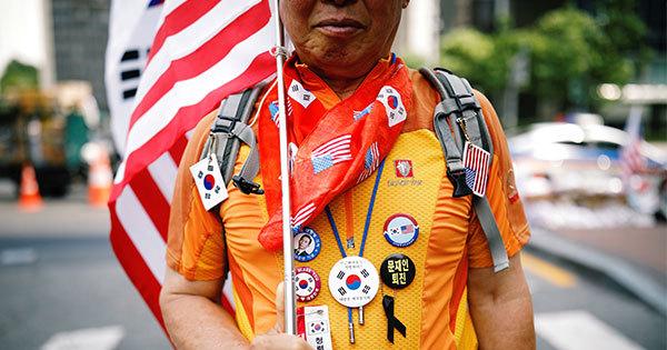 反北朝鮮・親米集会に参加する市民グループのメンバー