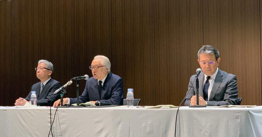 記者会見で辞任をきっぱり否定した日本郵政の首脳陣