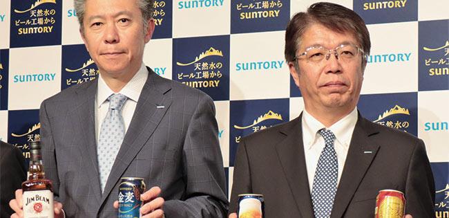サントリーBWSの鳥井信宏社長(写真左)