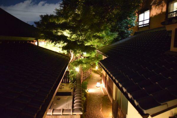 圓徳院から見える「石塀小路」