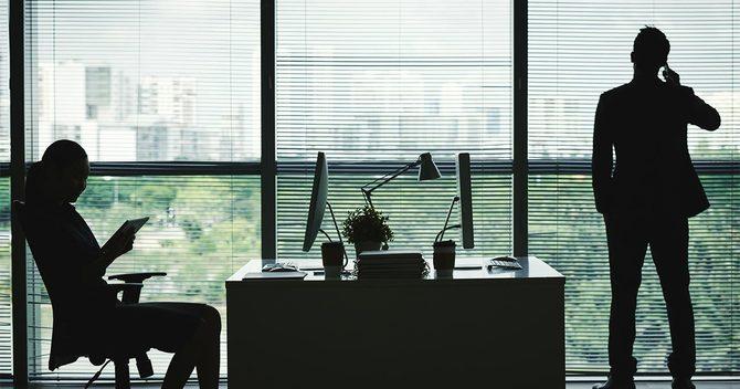 オフィスの男女